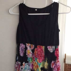 Dresses & Skirts - Maxi floral dress